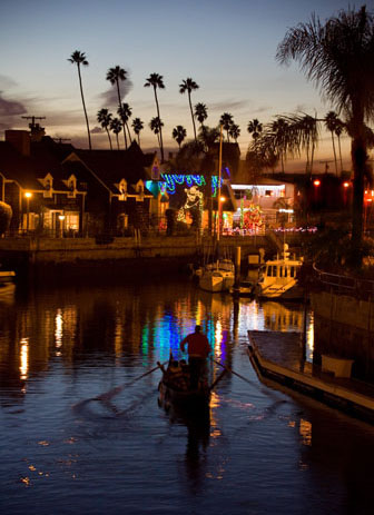 Cruising The Enchanting Cs Of Naples Long Beach On Board One Our Gondolas Makes For An Amazing Outing With Friends Grab A Few Bottles Vino And